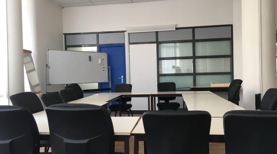 Salle de réunion 19 places • Vue 1/2